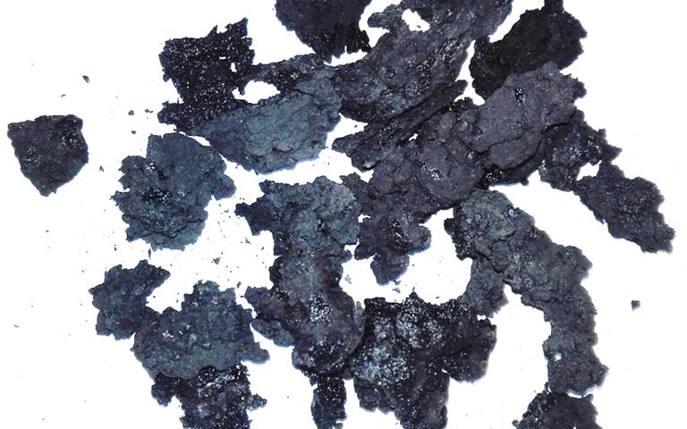 Amorphous granules of sludge (torrefied sewage sludge)